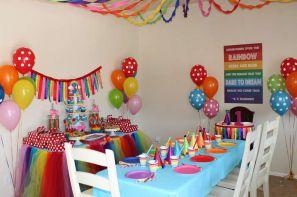 اتاق تزئین شده با تمام لوازم تولد