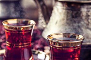شرکت فرزین چای تولید کننده چای با برندهای شیر پهلوان،کوهنورد،تبرزین و هلو